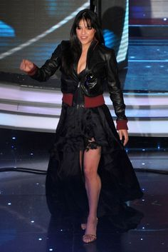 Michelle Rodriguez Leather Jacket - Michelle Rodriguez added some edginess to her glam look with a black and red leather jacket at the 2010 San Remo Music Festival. Michel Rodriguez, White Top And Blue Jeans, Sport Tv, Dom And Letty, Carla Gugino, Eliza Dushku, Hollywood Fashion, Kate Beckinsale, Fast And Furious