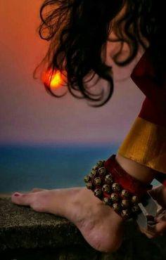 Indian Photography, Girl Photography Poses, Photography Camera, Photography Portfolio, Isadora Duncan, Kathak Dance, Stage Yoga, Indian Aesthetic, Cozy Aesthetic