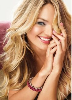 love her hair and makeup in this pic. victoria secret hair :) got my hair done like this today! Warm Blonde, Blonde Color, Buttery Blonde, Gold Blonde, Sandy Blonde, Victoria Secret Hair, Color Rubio, Long Blond, 100 Human Hair
