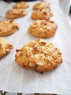 Four Ingredient Peanut Butter and Chickpea Cookies. Gluten Free, packed full of protein and fibre. The not so naughty cookie. Baby Food Recipes, Snack Recipes, Dessert Recipes, Chickpea Recipes, Free Recipes, Sin Gluten, Gluten Free, Vegan Treats, Healthy Desserts