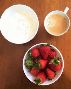 snack #morangos #strawberries #yogurt #iogurtenatural #cafeexpresso