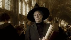 Minerva McGonagall war in ihrer Jugend unglücklich in einen Muggel verliebt, flüchtete sich dann aber nach London in einen Job in der Abteilung für magische Strafverfolgung.