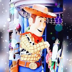 #disney #woody #toystory #disneyland #californiaadventure #disneyscaliforniaadventure #disneyshow #disneyland60 #disneylove #disneyparks #cowboy #sheriff #sheriffwoody #drawntothemagic #pixar #animation #animationacademy #offthepage #fun #funtimes #family #familytime #vacation by healthymermaids