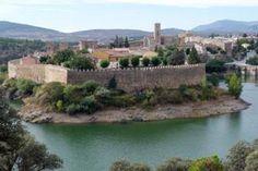 Murallas de Buitrago sobre el río Lozoya. Buitrago de Lozoya a 75 Kms de #Madrid. Uno de los #pueblos más #bonitos