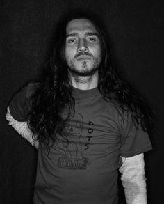 I just like his long hair. John Frusciante, Video Photography, Amazing Photography, Beautiful Men, Beautiful People, Anthony Kiedis, Hottest Chili Pepper, Vogue, Rock Music