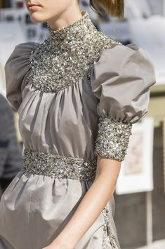 Chanel at Couture Fall 2018 - Details Runway Photos Chanel Couture, Haute Couture Dresses, Haute Couture Fashion, Couture Week, Couture Details, Fashion Details, Fashion Design, Beautiful Dresses, Nice Dresses