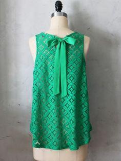 Emerald Lattice Top