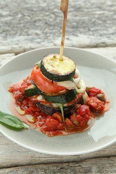 courgette aubergine lasagna by photo-copy Food N, Good Food, Yummy Food, Clean Eating Recipes, Healthy Recipes, Go Veggie, Food Presentation, Veggies, Favorite Recipes