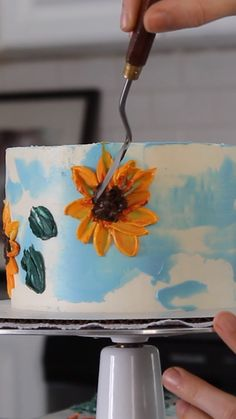 Sunflower Painted Cake Perfect for your summer or fall cakes, buttercream sunflowers are super easy to paint with a palette knife!Perfect for your summer or fall cakes, buttercream sunflowers are super easy to paint with a palette knife!