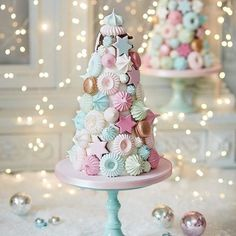 How dreamy is our Confectionery Christmas Tree? An indulgent centrepiece made of meringue covered wi. Pink Christmas, Christmas Desserts, Christmas Treats, Christmas Baking, Christmas Cookies, Beautiful Cakes, Amazing Cakes, Decoration Patisserie, Meringue Cookies