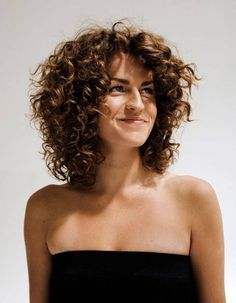 Do you like your wavy hair and do not change it for anything? But it's not always easy to put your curls in value … Need some hairstyle ideas to magnify your wavy hair? Thin Curly Hair, Short Hair Cuts, Curly Short, Curly Girl, Frizzy Hair, Updo Curly, Short Curls, Loose Curls, Dry Hair