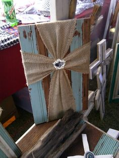 Burlap cross- no tutorial but the picture is pretty self explanatory. Great use for burlap ribbon, decorative pin, and scrap wood or picture frame. Cute Crafts, Crafts To Make, Arts And Crafts, Diy Crafts, Burlap Projects, Diy Projects To Try, Craft Projects, Craft Ideas, Pallet Crafts