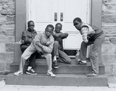 Capturing the essence of New York street culture throughout the and photographer and visionary Jamel Shabazz emerged as one of the preeminent artists of his era. Frequenting the places where hip hop was born, Jamel became an instrumental… The Get Down, Back In The Day, Jamel Shabazz, Baile Hip Hop, Street Culture, Street Photographers, Hip Hop Fashion, Urban Fashion, Street Fashion