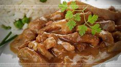 Przez żołądek do sera. Pyszne drobiowe danie. Piersi z kurczaka a la strogonow. Przepis na tą potrawę zawiera: piersi z kurczaka, śmietana, przyprawy.