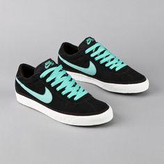 "Nike SB Bruin ""Black/Mint-Swan"""