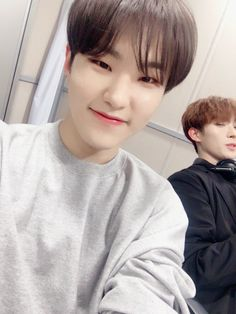 soonyoung (hoshi) with a majestic seokmin (dk) in the background Jeonghan, Wonwoo, The8, Seungkwan, Hoshi Seventeen, Seventeen Debut, Kpop, Vernon Chwe, Old School Radio