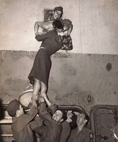 1940s solider military kiss hahaha... nothing stopped them