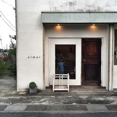 cimai — love the white walls and dainty typography Cafe Interior, Shop Interior Design, Store Design, Interior And Exterior, Restaurant Concept, Restaurant Design, Restaurant Bar, Retail Facade, Shop Facade