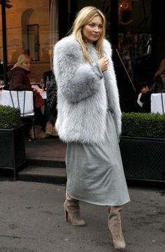 Vintage Furcoat kate moss-grey fur coat-grey maxi dress-tan booties-night out-going out-party-winter outfit-summer to winter-maxi dress in winter-via-mc - It's friggidy freezing out, so if you're not wearing a parka, you're wearing fur. Fur Fashion, Fashion Outfits, Grey Fashion, Fashion Clothes, Fashion News, Kate Moss Style, Mode Inspiration, Street Chic, Autumn Winter Fashion