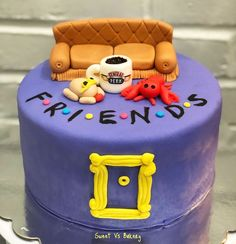 The one where bakes a cake! 🍰☕️🦞🥧🍕Can you believe it's been 25 years since the iconic show Friends first aired? 19th Birthday Cakes, Friends Birthday Cake, 10 Birthday Cake, Friends Cake, Birthday Cake Decorating, Friends Tv, Candy Cakes, Cupcake Cakes, Cake Tv Show