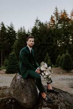 This Trinity Tree Farm Wedding Shows How to Put a Modern Sophisticated Spin on Outdoorsy Affairs This groom wore a non-traditional emerald green suit for his Seattle wedding Wedding Show, Wedding Groom, Wedding Men, Farm Wedding, Dream Wedding, Wedding Ideas, Wedding Decor, Mens Outdoor Wedding Attire, Wedding Centerpieces