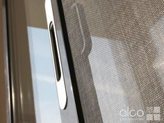Insektengitter für mehrläufige Glas-Schiebetüren von ALCO, perfekt für Ihren Wintergarten oder Sommerhaus. Kitchen Appliances, Lattices, Winter Garden, Contemporary Design, Diy Kitchen Appliances, Home Appliances, Kitchen Gadgets