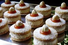 Recepti iz moje bilježnice: Lješnjak tortice(Moze i u posnoj varijanti) Czech Desserts, Sweet Desserts, Delicious Desserts, Baking Recipes, Cookie Recipes, Dessert Recipes, Xmas Food, Christmas Baking, Mini Cakes