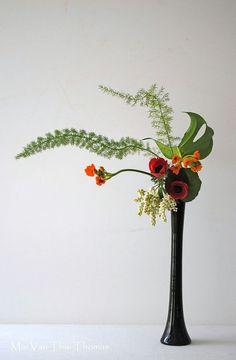 Ikebana by Thai Thomas Mai Van Modern Floral Arrangements, Beautiful Flower Arrangements, Beautiful Flowers, Ikebana Flower Arrangement, Ikebana Arrangements, Flower Show, Flower Art, Art Floral, Floral Design