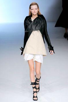 Rick Owens Spring 2010 Ready-to-Wear Fashion Show - Kasia Struss (Women)
