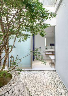 Reforma amplia casa no Rio, mas mantém cobertura curva original - Casa
