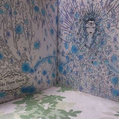 """""""#コロリアージュ#大人のぬりえ#おとぎ話のぬり絵ブック #coloringbook #coloriage 雪の女王-白く輝く雪の女王。 女王の顔周りの雪は色鉛筆。 後ろの銀の雪はクーピーの銀。 あとはパステルです~ 女王のシャドウがお気に入りです!"""""""