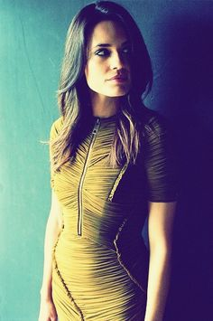 Torrey DeVitto Words To Describe People, Torrey Devitto, Girl Wallpaper, Pretty Little Liars, Cut And Color, Female Bodies, Giraffe, Celebs, Female Celebrities