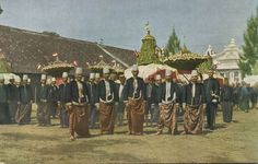 Javanese royals, believed to be in Solo, Central Java. Date unknown. Vietnam, Surakarta, Unity In Diversity, Dutch East Indies, Javanese, Semarang, Historical Pictures, Architecture Art, Old Photos