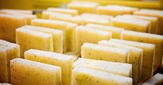 Recipe: make hair soap yourself - always ready and perfect for .- Rezept: Haar-Seife selber machen – immer parat und perfekt für Reisen Recipe: Make shampoo soap yourself – always ready and perfect for travel - Diy Shampoo, Shampoo Bar, How To Make Homemade, How To Make Hair, Belleza Diy, Rides Front, Homemade Cosmetics, Homemade Soap Recipes, Be Natural