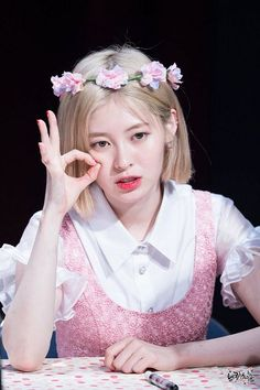 799x1200 129kB Kpop Girl Groups, Kpop Girls, Yebin Dia, Hypnotize Me, Flower Crown, Beautiful People, Short Hair Styles, Uni, Fandom