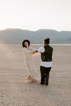 Elopements, All Over The World, Las Vegas, Sunset, Couple Photos, Couples, Couple Shots, Last Vegas, Couple Photography