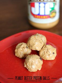 These peanut butter protein balls are a healthy snack that will leave you feeling satisfied. Protein Bites, Protein Ball, Protein Snacks, High Protein, Protein Lunch, Energy Bites, Breakfast Recipes, Snack Recipes, Cooking Recipes