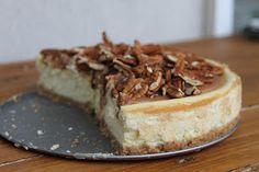 Cheesecake à la vanille, caramel beurre salé et noix de pécan