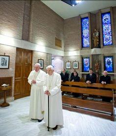 BENEDICTO XVI RECIBE LA VISITA DEL PAPA FRANCISCO PARA FELICITARLE LA NAVIDAD