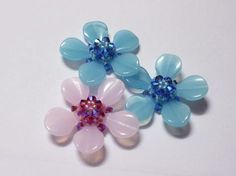 Flower Motif 6 - good pictures but Translate ~ Seed Bead Tutorials