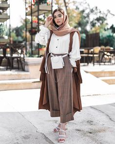 Summer Fashion Outfits, Fashion Pants, Chic Outfits, Retro Outfits, Business Casual Outfits For Women, Stylish Clothes For Women, Instagram Hijab, Niqab, Iranian Women Fashion