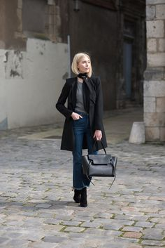 Blond bob - Skinny scarf - flared jeans - Céline belt bag