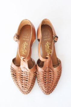 Vintage Brown T Strap Huarache Shoes - Leather Strappy Flat Sandals with Closed Toe - 7