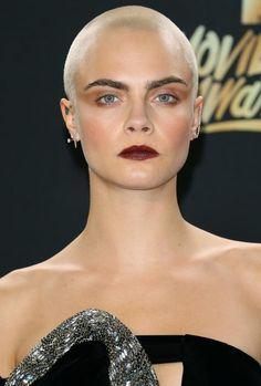 Cara Delevingne en la gala de los MTV Movie & TV Awards. / AFP PHOTO / JEAN-BAPTISTE LACROIX