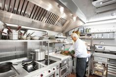 The design and layout of a commercial kitchen can mean the difference between a successful restaurant and one that doesn't achieve the desired success. Hotel Kitchen, Restaurant Kitchen, Diy Kitchen, Industrial Restaurant, Home Design, Küchen Design, Interior Design, Restaurant Layout, Restaurant Design