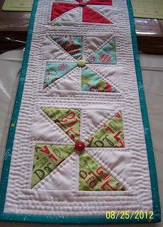 Colleen's Quilting Journey: Free Pattern  Holiday Pinwheel.  Love the button in middle and easy FMQ.