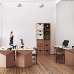 karton: mobili in cartone. bellissimi, ecologici, divertenti, solidi - cardboard fornitures. genius!!