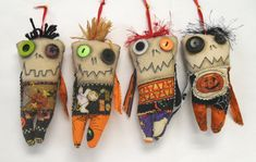 Set of 4 Mini Monster Voodoo - Zombie Dolls (Etsy) Halloween Doll, Fall Halloween, Halloween Crafts, Mini Monster, Monster Dolls, Zombie Dolls, Voodoo Dolls, Ugly Dolls, Creepy Dolls