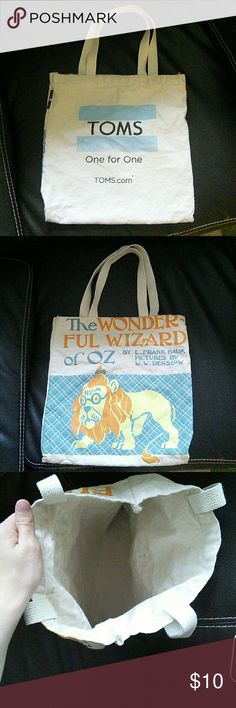 Tote Bag I have a Tom's x Out of Print tote bag. It features the wizard of Oz on the front and Tom's logo on the back. Cotton bag, no stains or rips. It's in good used condition. Gs Logo, Toms One For One, Toms Bag, Wizard Of Oz, Printed Tote Bags, Womens Toms, Cotton Bag, Blue Cream, Fashion Design