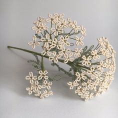 French Beaded Flowers, Wire Flowers, Seed Bead Flowers, Flower Centerpieces, Flower Arrangements, Motifs Perler, Tree Sculpture, Beads And Wire, Fuse Beads